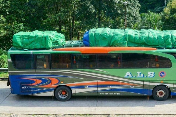 Bus buka kap mesin