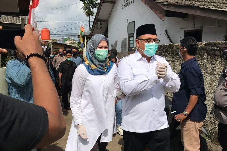Calon Wali Kota Depok nomor urut 1, Pradi Supriatna datang ke TPS 015 di Jalan Mani Nomin  No 7 RT 03/04, Kelurahan Kukusan, Beji, Kota Depok, Jawa Barat pada Rabu (9/12/2020) sekitar pukul 09.28 WIB untuk memberikan suara.