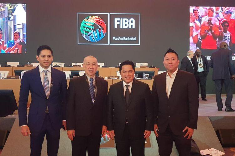 Ketua Umum Perbasi, Danny Kosasih (kedua dari kiri) didampingi anggota IOC asal Indonesia, Erick Thohir, Kamis (29/8/2019) di Beijing, China.