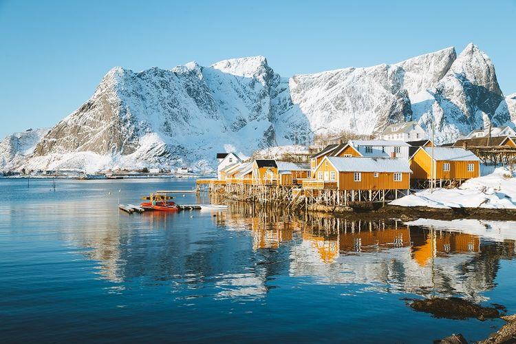 Ilustrasi Norwegia - Kepulauan Lofoten di Norwegia.