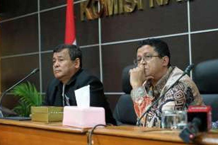 Kepala Biro Bantuan Hukum Divisi Hukum Mabes Polri Brigadir Jenderal Pol Bambang Usadi (jas hitam) dan Ketua Badan Pengawas Pemilu (Bawaslu) Muhammad, saat memberikan keterangan usai rapat koordinasi pemantauan Pilkada 2017, di kantor Komnas HAM, Menteng, Jakarta Pusat, Senin (28/11/2016).
