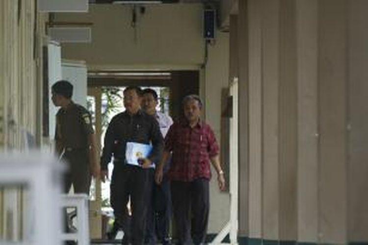 Civitas akademika Unsoed Purwokerto terkejuat atas penahanan rektornya.