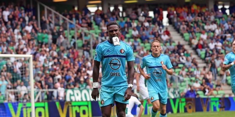Striker Feyenoord, Eljero Elia, merayakan golnya ke gawang Groningen dalam duel Liga Belanda di Groningen, Minggu (7/8/2016).