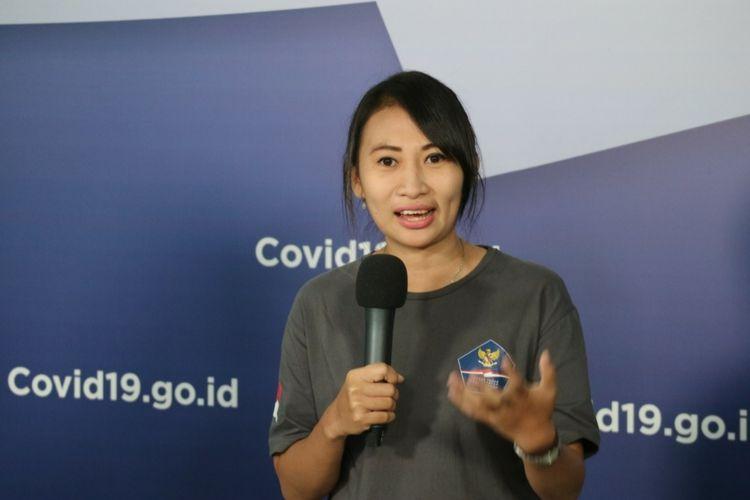 Ika Dewi Maharani, satu-satunya sukarelawan medis perempuan di bawah naungan Relawan Gugus Tugas Percepatan Penanganan Covid-19 yang menjadi supir ambulans untuk pasien Covid-19 saat memberikan keterangan pers secara daring dari Graha BNPB, Kamis (16/4/2020)..
