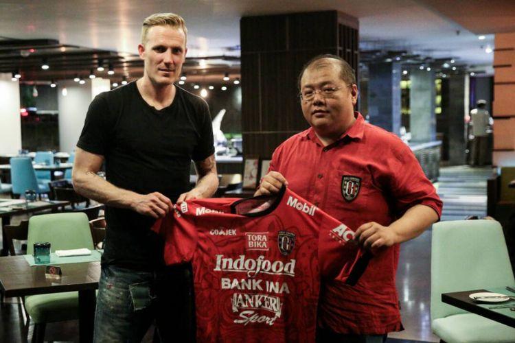Nick dan der Velden diperkenalkan sebagai pemain baru Bali United, 25 April 2017.