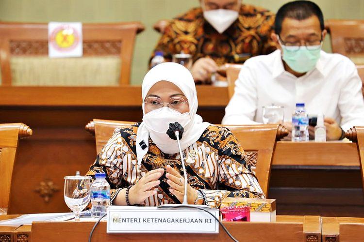 Menteri Ketenagakerjaan Ida Fauziah mendorong agar CPMI mendapatkan kuota Kartu Prakerja, dalam rapat kerja bersama Komisi IX DPR RI di Komplek Parlemen, Senayan, Jakarta, pada Selasa (16/3/2021).