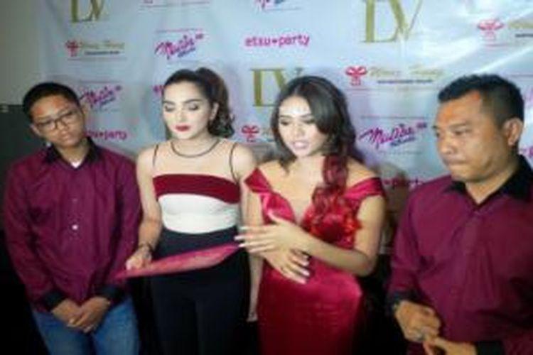 Keluarga Anang Hermansyah diabadikan dalam pesta ulang tahun Aureli Nurhermansyah yang ke-17, di LV Club, Kemang Raya, Jakarta Selatan, Sabtu (29/8/2015).