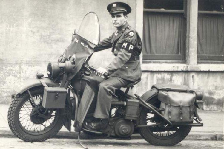 Windshield klasik pada motor zaman perang