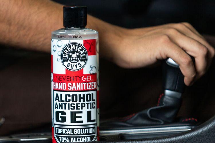 ilustrasi Hand Sanitizer di dalam mobil