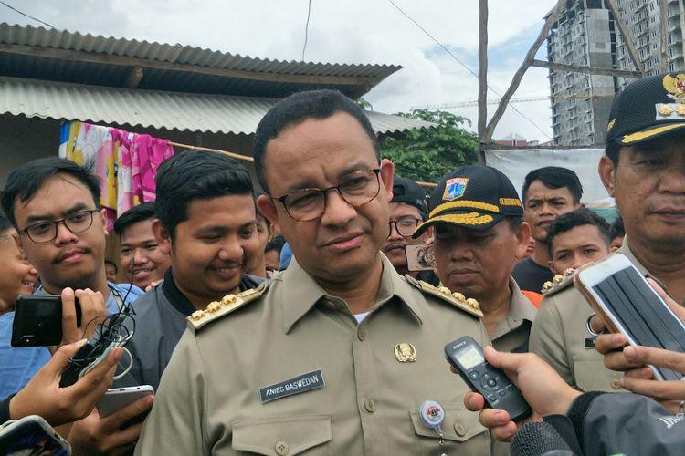 Gubernur DKI Jakarta Anies Baswedan seusai meninjau banjir di Duri Kosambi, Jakarta Barat, Kamis (2/1/2020).