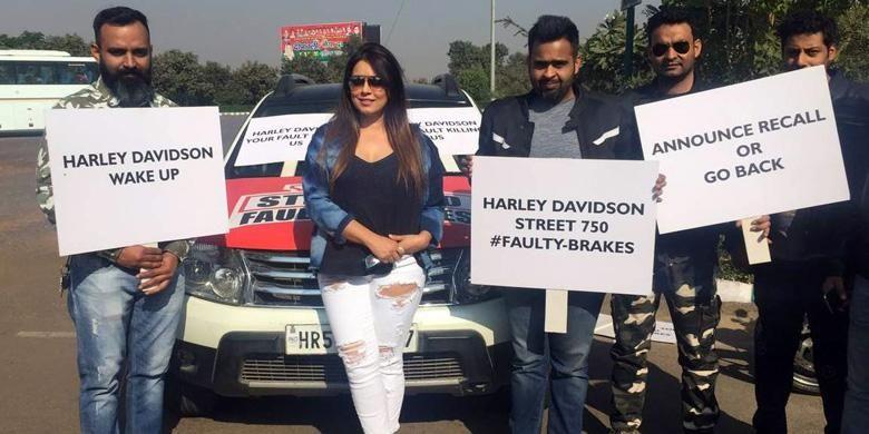 Para pemilik Harley-Davidson Street 750 protes dan menutut recall atas adanya masalah pada rem belakang.