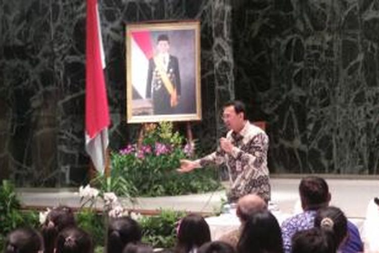 Wakil Gubernur DKI Jakarta Basuki Tjahaja Purnama talkshow dengan siswa SMA Santa Laurencius, di Balai Kota DKI Jakarta, Kamis (18/12/2014)
