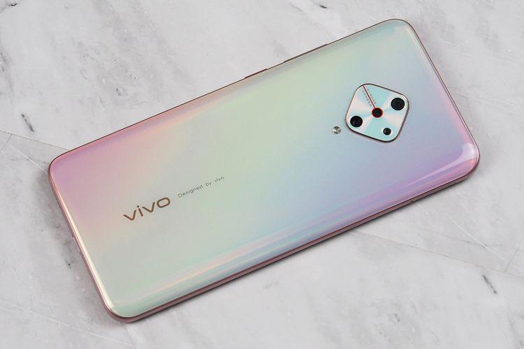 Ponsel Vivo S1 Pro varian RAM 8 GB dan storage 256 GB yang dilabur warna baru, Fancy Sky.