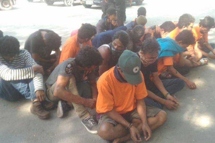 Polisi menahan 45 tersangka pelaku penjarahan fasilitas umum di Palu, Sulawesi Tengah.