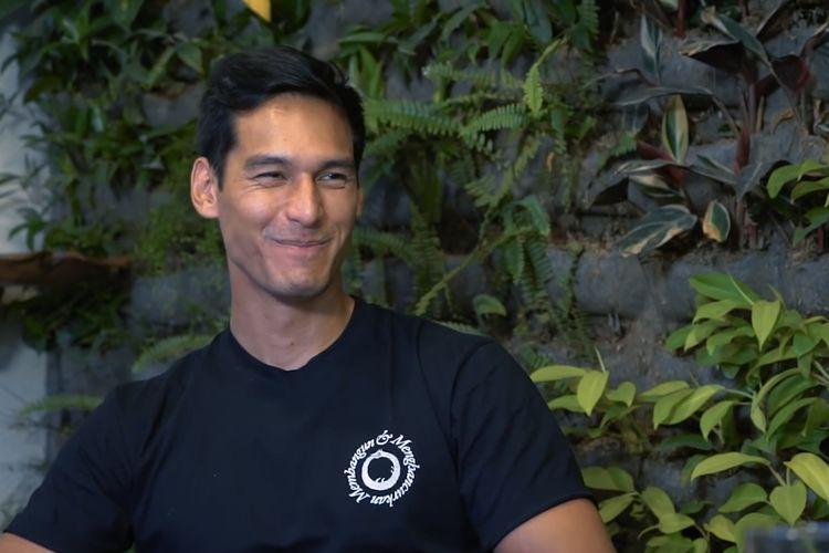 Richard Kyle saat berbincang dengan Denny Sumargo. (Bidikan layar YouTube Curhat Bang Denny Sumargo).