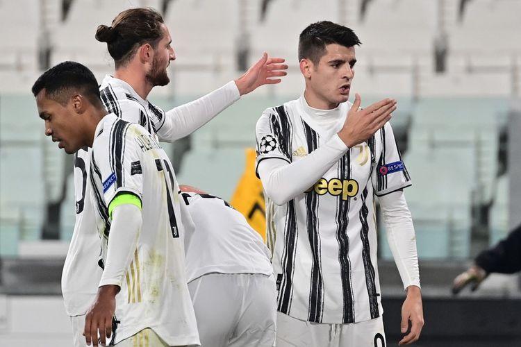 Penyerang Juventus Alvaro Morata (kanan) berselebrasi usai mencetak gol ke gawang Ferencvaros pada laga matchday empat Grup G Liga Champions di Stadion Allianz, Rabu (25/11/2020) dini hari WIB.