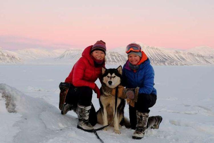 Sunniva Sorby dan Hilde Falun Strom, wanita pertama yang melewati musim dingin di Kutub Utara tanpa pria selama musim dingin 2019-20.