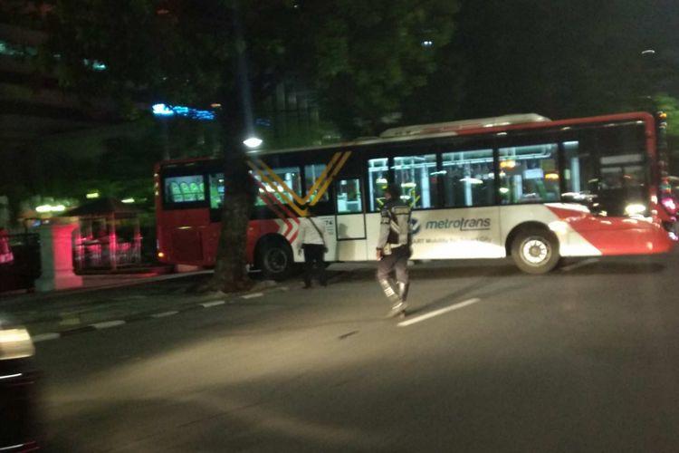 Bus transjakarta yang ditugaskan mengantar Gubernur DKI Jakarta Anies Baswedan shalat tarawih ke Masjid Istiqlal, Sabtu (26/5/2018).