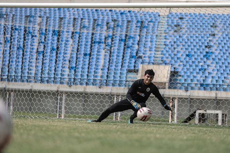 Kiper PS Sleman Ady Satryo mendapat panggilan pemusatan latihan (TC) timnas Indonesia per Senin (3/5/2021) untuk persiapan kualifikasi Piala Dunia 2022 Qatar.