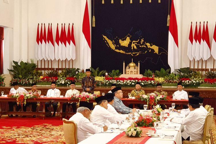 Presiden Joko Widodo berbuka puasa bersama dengan para pimpinan lembaga negara di Istana Negara, Jakarta, Senin (6/5/2019).