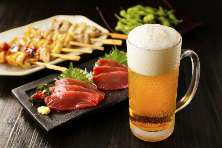 Izakaya menjadi tempat yang menyajikan hidangan dengan harga terjangkau dan dapat ditemukan di berbagai tempat di Jepang.