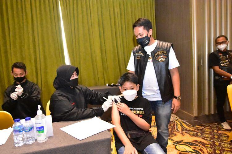 Komunitas motor gede Harley Owners Group (HOG) melaksanakan program vaksinasi Covid-19 tahap kedua untuk masyarakat umum di Kelapa Gading, Minggu (12/10/2021).