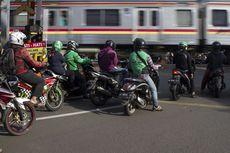 Terobos Palang Pintu Kereta Api Bisa Didenda Rp 750.000, Ini Aturannya
