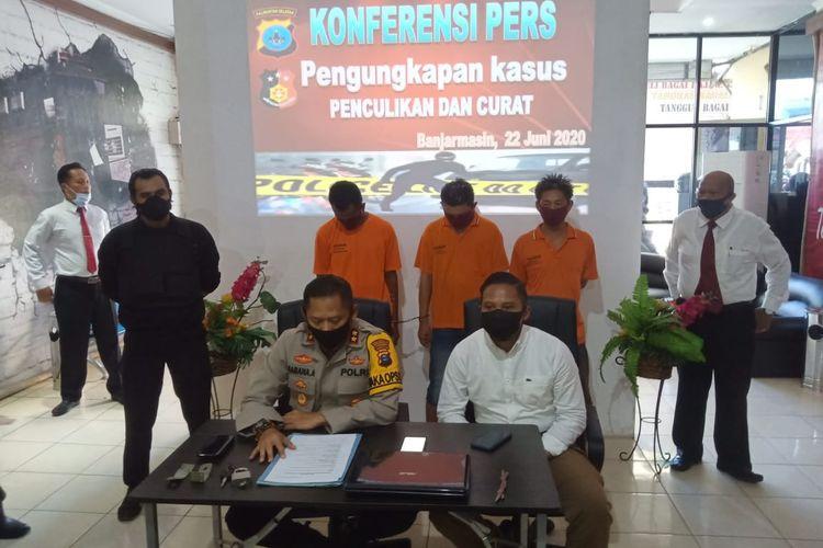 Wakapolresta Banjarmasin, AKBP Sabana Atmojo memberikan keterangan pers terkait kasus penculikan yang dilakukan pria terhadap kekasih mantan istrinya, Senin (22/6/2020).
