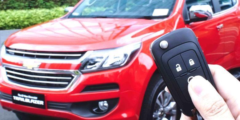 Remote yang bisa digunakan untuk menyalakan mesin dan AC mobil dari jarak jauh.