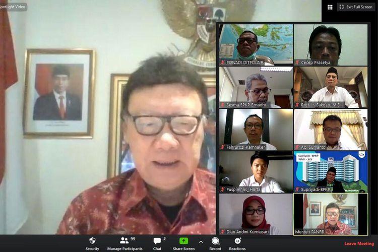 Menteri Tjahjo Kumolo saat membuka PKN Tingkat I Angkatan XLV melalui teleconference