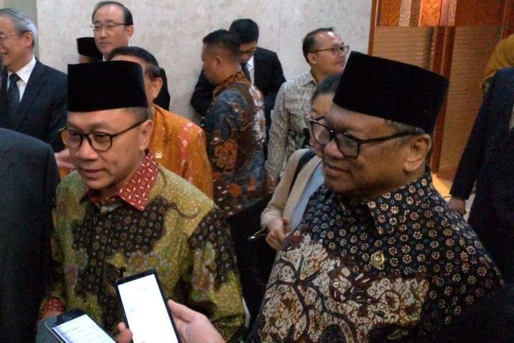Zulkifli Hasan dan Oesman Sapta Odang di Kompleks Parlemen, Senayan, Jakarta, Jumat (21/6/2019)