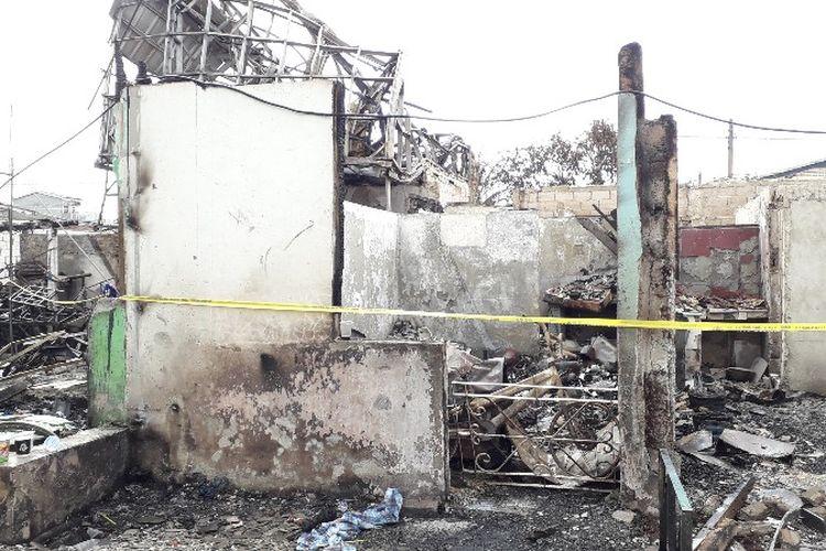 Kediaman Narto (39) yang habis terbakar di Jalan Perumahan Taman Kota, RT 16 RW 05, Kembangan Utara, Kembangan, Jakarta Barat pada Minggu (1/4/2018).