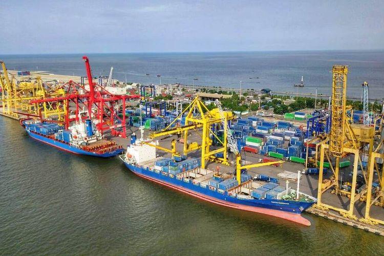 TPK Belawan adalah salah satu cabang utama Pelindo 1 yang melayani terminal kontainer domestik dan internasional, Sabtu (24/10/2020)
