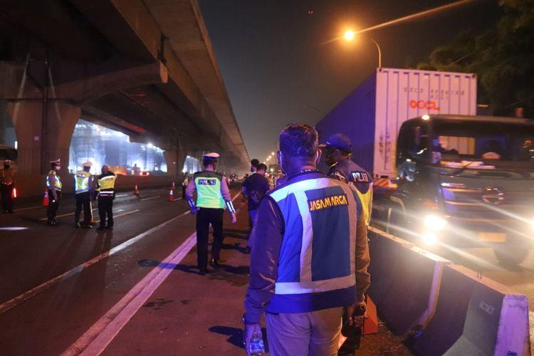 Jasa Marga lakukan penyekatan di Jalan Tol Jakarta-Cikampek