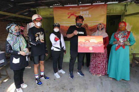 Gowes Asyik Kompas.com #MelihatHarapan Bike Blora Turut Salurkan Bantuan Pangan