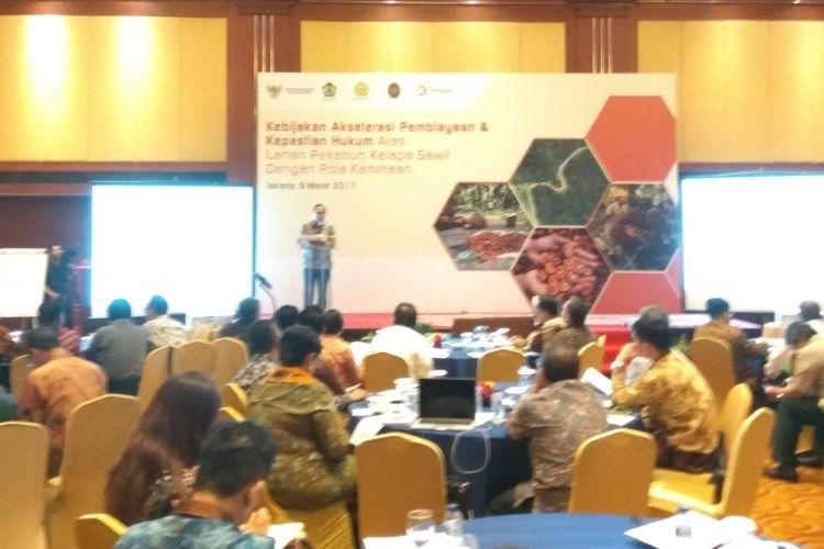 Diskusi kebijakan akselerasi pembiayaan dan kepastian hukum atas lahan pekebun kelapa sawit dengan konsep kemitraan di Jakarta, Kamis (9/3/2017).