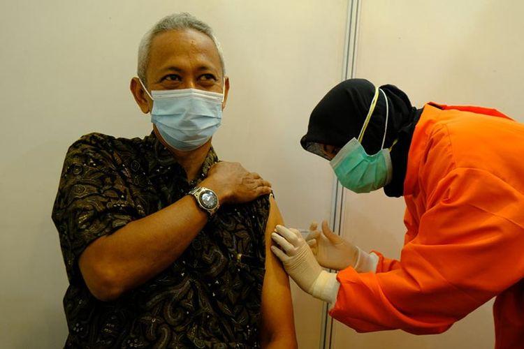 Sentra Vaksinasi Covid-19 yang diselenggarakan Bulog, Kamis (2/9/2021).