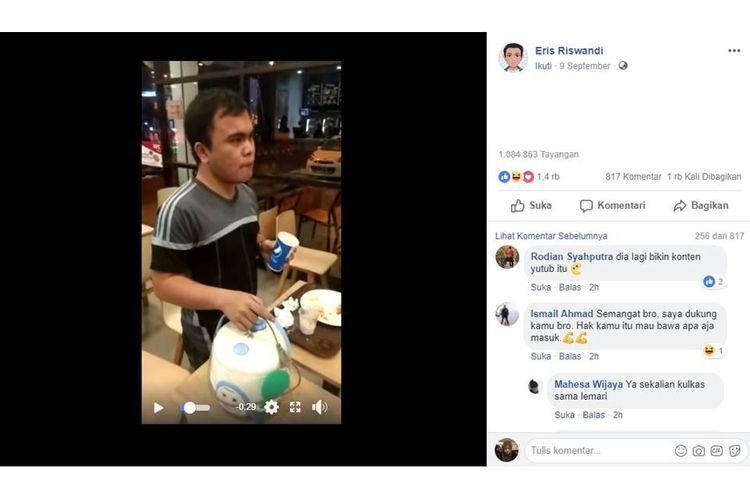 Sebuah video viral di media sosial Facebook, yang menampilkan seorang pria mendapat teguran dari karyawan restoran cepat saji, karena membawa rice cooker. Kamis (13/9/2018).