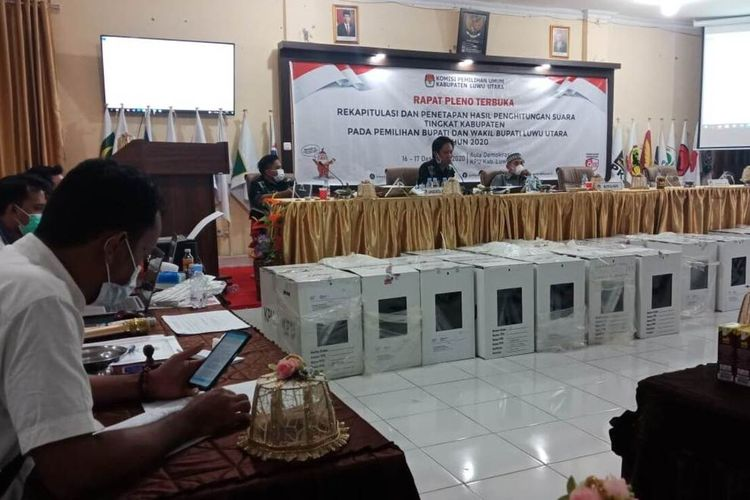 Komisi Pemilihan Umum (KPUD) Luwu Utara, Sulawesi Selatan, menyelesaikan pleno rekapitulasi penghitungan suara Pilkada Luwu Utara 2020, Rabu (16/12/2020) petang