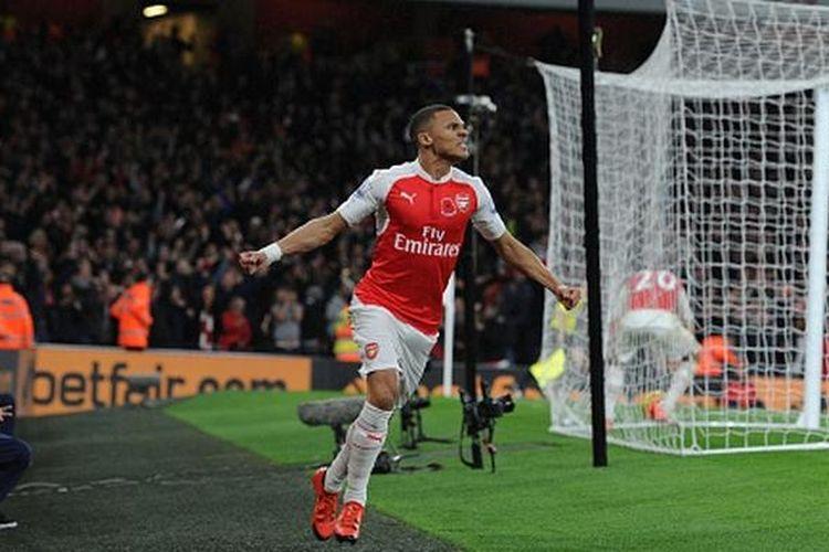 Kieran Gibbs menjadi penyelamat muka Arsenal pada Derbi London Utara versus Tottenham, Minggu (8/11/2015).