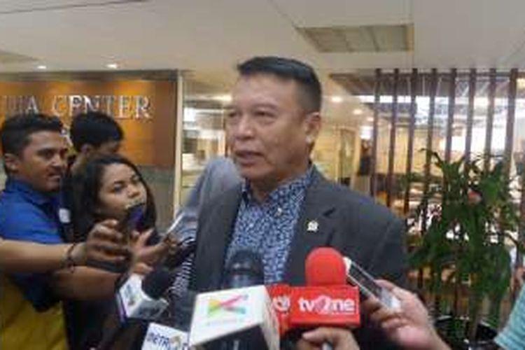 Wakil Ketua Komisi I TB Hasanuddin di Kompleks Parlemen, Senayan, Jakarta, Senin (15/7/2016)