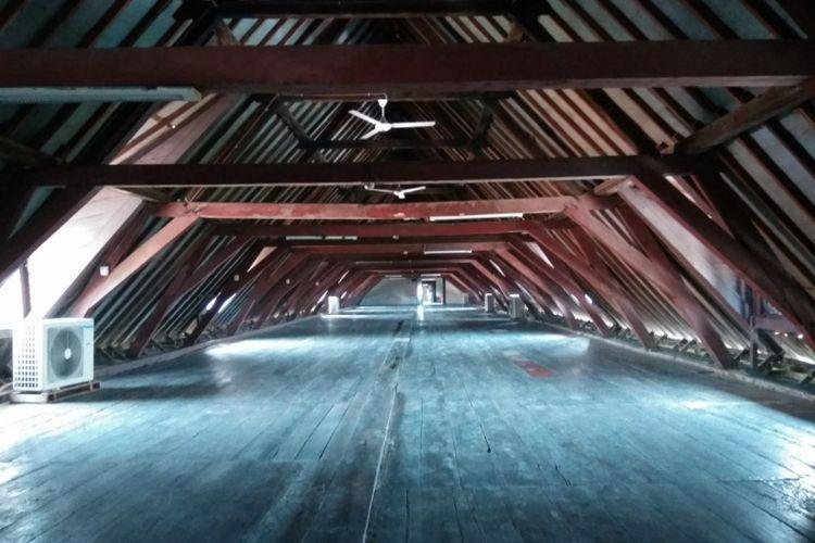 Lantai dua Museum Bahari di salah satu gedung, yang dahulu digunakan VOC sebagai tempat menjemu rempah rempah.