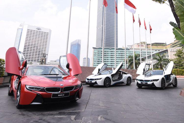 Penyerahan satu-satunya unit BMW i8 Protonic Red Edition ke tanggan konsumen.