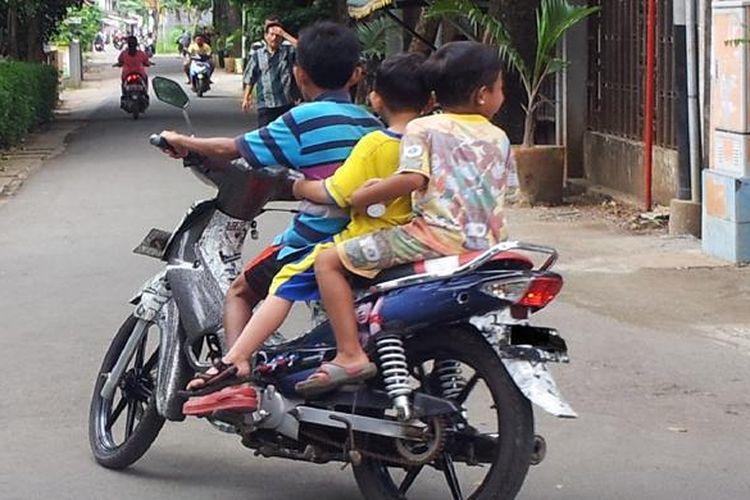 Ilustrasi berkendara di bawah umur