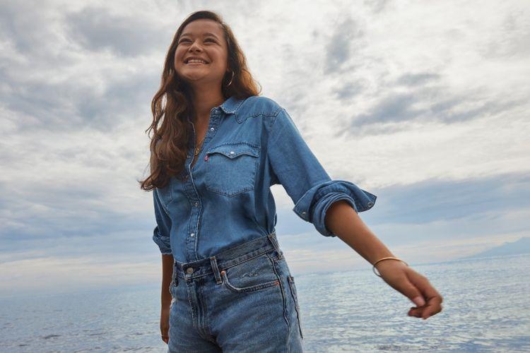 Melati Wijsen dalam kampanye Buy Better, Wear Longer