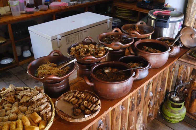Makanan di Tumpeng Manoreh