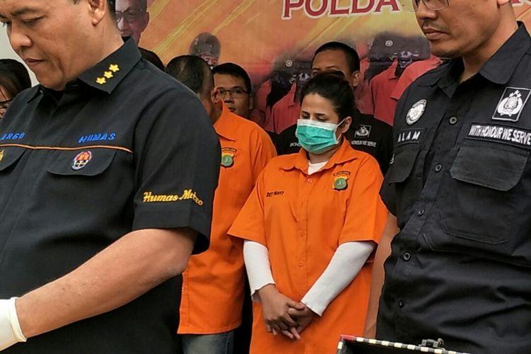Jumpa pers pengungkapan kasus dugaan penyalahgunaan narkoba yang menjerat putri penyanyi dangdut Elvy Sukaesih, Dhawiya Zaida, di Mapolda Metro jaya, Jakarta Selatan, Sabtu (17/2/2018).