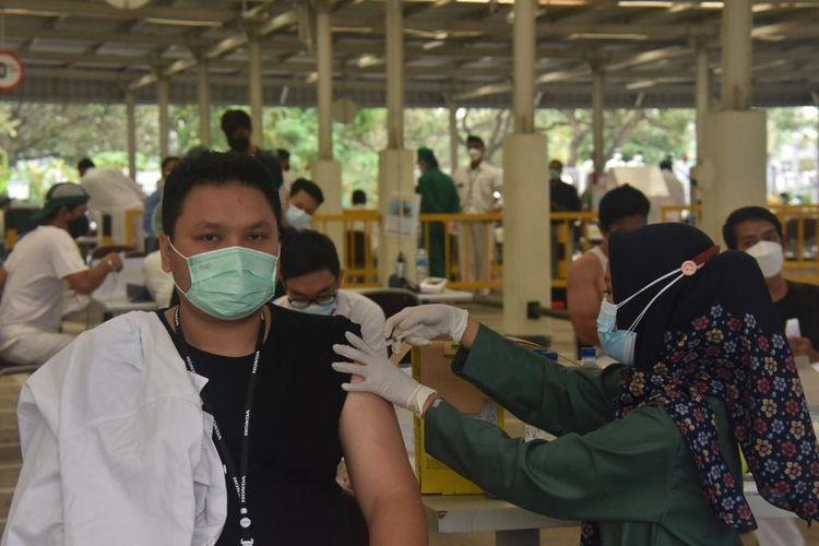 Vaksinasi karyawan pabrik Honda