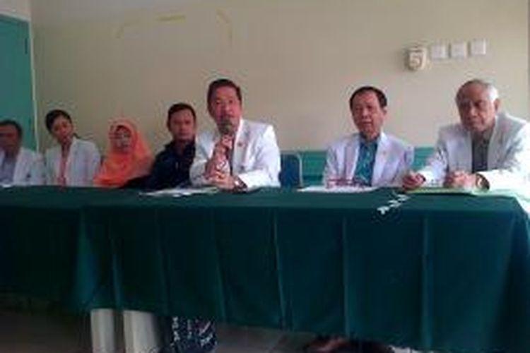 Rumah Sakit Hasan Sadikin (RSHS) Bandung akan melakukan operasi pemisahan terhadap bayi kembar siam asal Cidaun, Cianjur, Jawa Barat, bernama Bima dan Arjuna, Senin (6/10/2014).