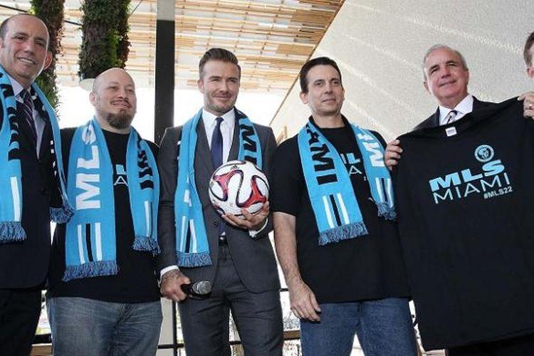 David Beckham meresmikan klub MLS Miami bersama rekan-rekan bisnisnya.
